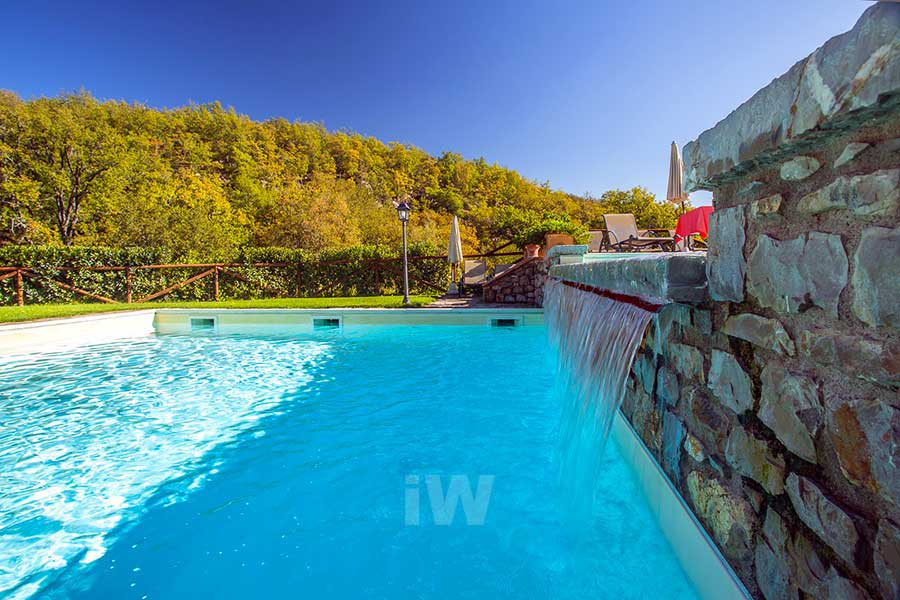 italian-wellness-centro-benessere-piscina-pietra-cascata